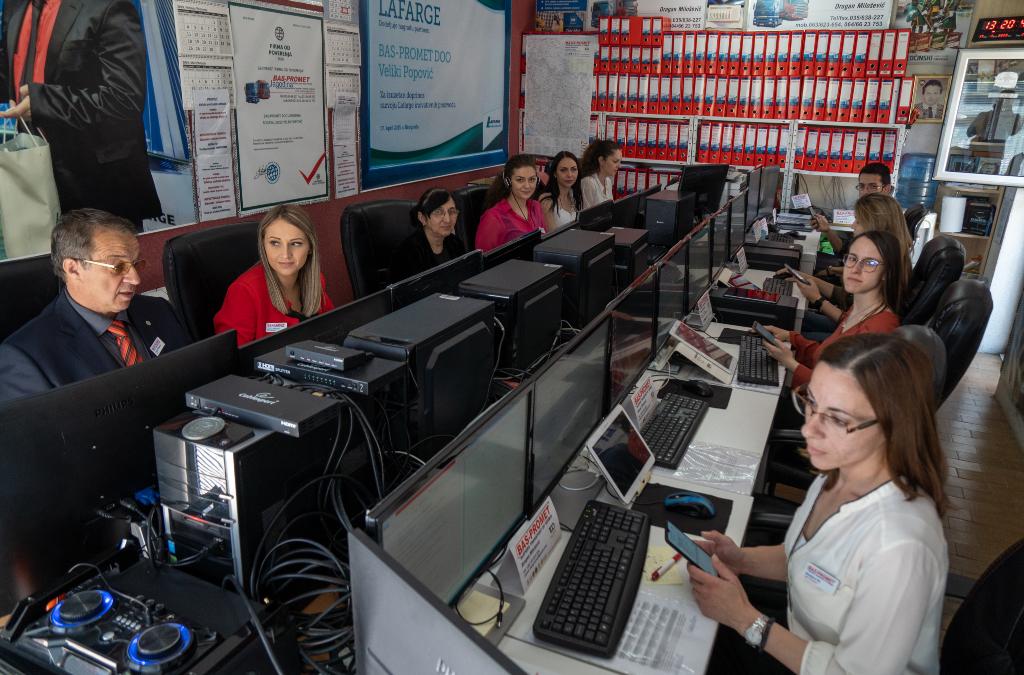 Bas promet, firma za transport i trgovinu, lider u oblasti šleperskog prevoza u zemlji